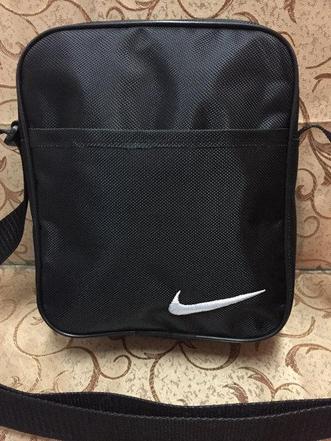 Чёрная сумка-планшетка Nike (Найк) с белым логотипом