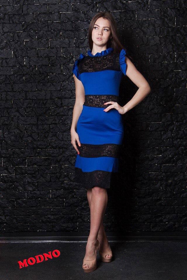 Очень красивое платье футляр со вставками из кружева и воланчиками ... 50c32c5677a