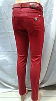 Женские джинсы красного цвета зауженные