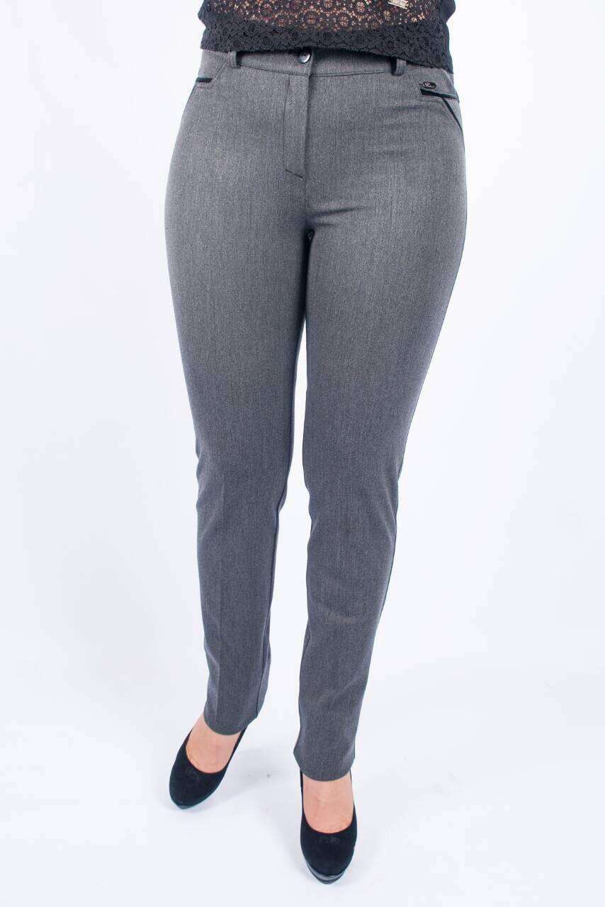 Зауженные женские брюки Руся декорированы велюром на карманах, серого цвета