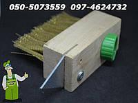Щетка деревянная с скребком для очистки брусчатки, каменной шашки от мха (щітка для очищення швів бруківки)