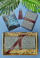 Подарочный набор из фетра, кожи (кошелек для документов, обложка, брелок, открытка) ручная работа