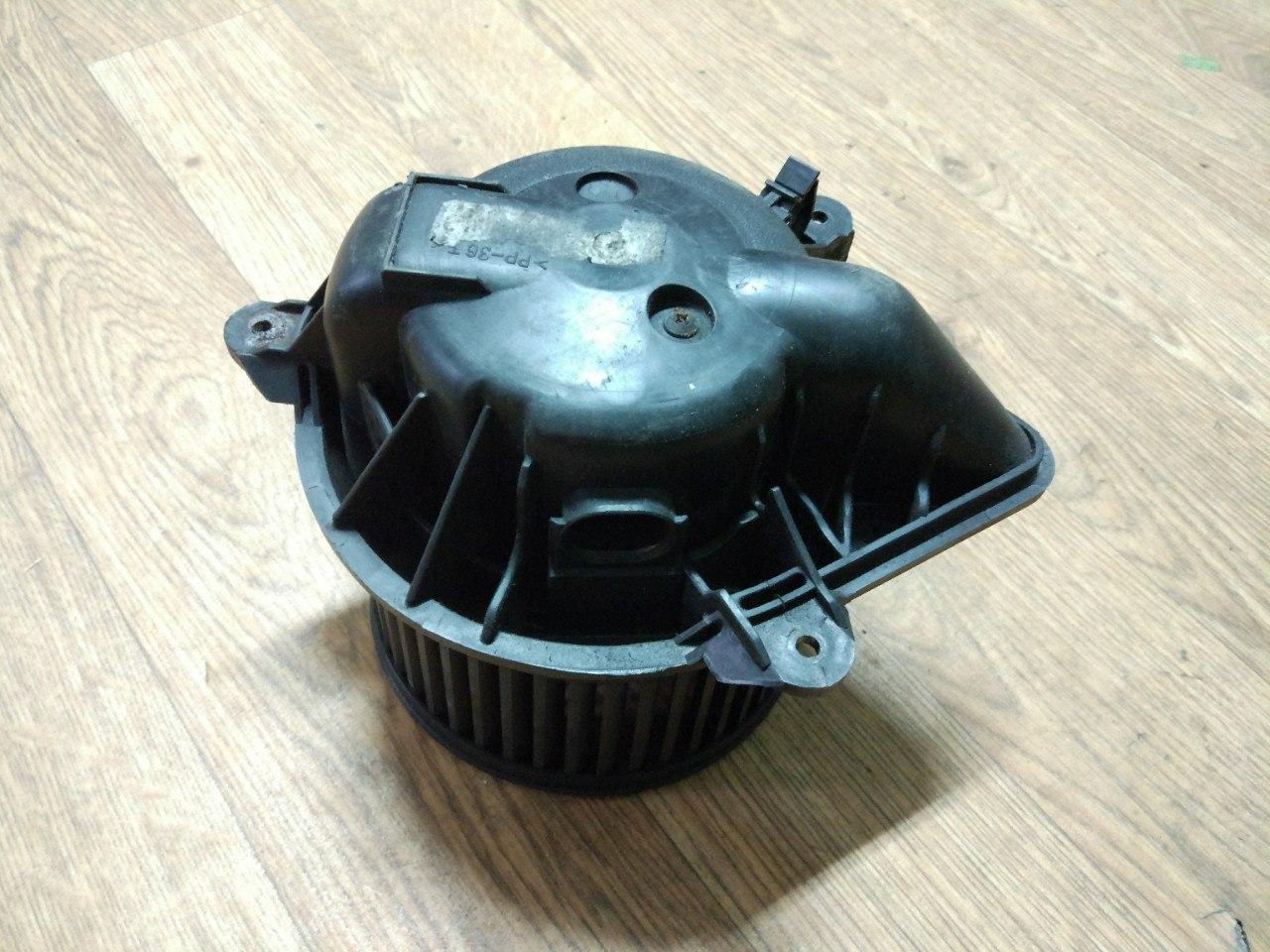 Вентилятор пічки (вузький роз'єм) Renault Trafic, Opel Vivaro 2001-2013, 7701050310 (Б/У)
