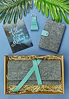 Подарунковий набір з фетру, шкіри (гаманець для документів, обкладинка, брелок, листівка) ручна робота