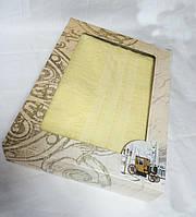Махровое однотонное полотенце для сауны ЖЕЛТОЕ в подарочной упаковке