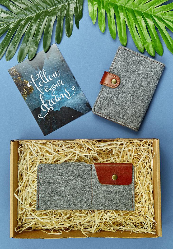 Подарочный набор из фетра, кожи коньяк (портмоне, обложка для паспорта, брелок, открытка) ручная работа