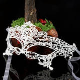 Венецианская таинственная ажурная маска белая, фото 3