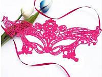 Карнавальная кружевная маска розовая
