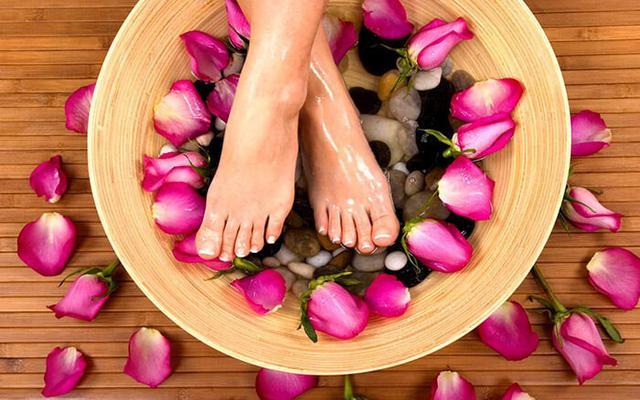 Парафинотерапия и уход за кожей рук и ступней