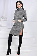 Молодежное вязаное платье с разрезами и карманами