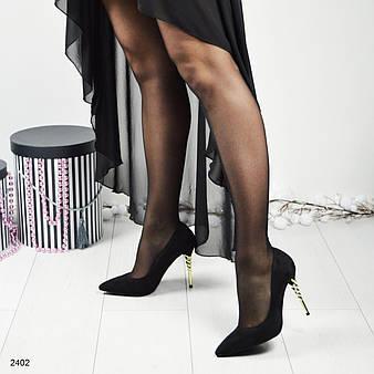 Стильные черные туфли- лодочки на фигурном золотистом каблуке--шпильке