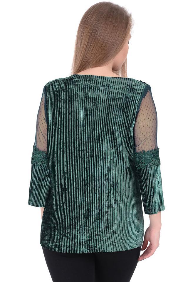 b13c6522707 Превосходная женская блуза из бархата украшена изящным кружевом от ...