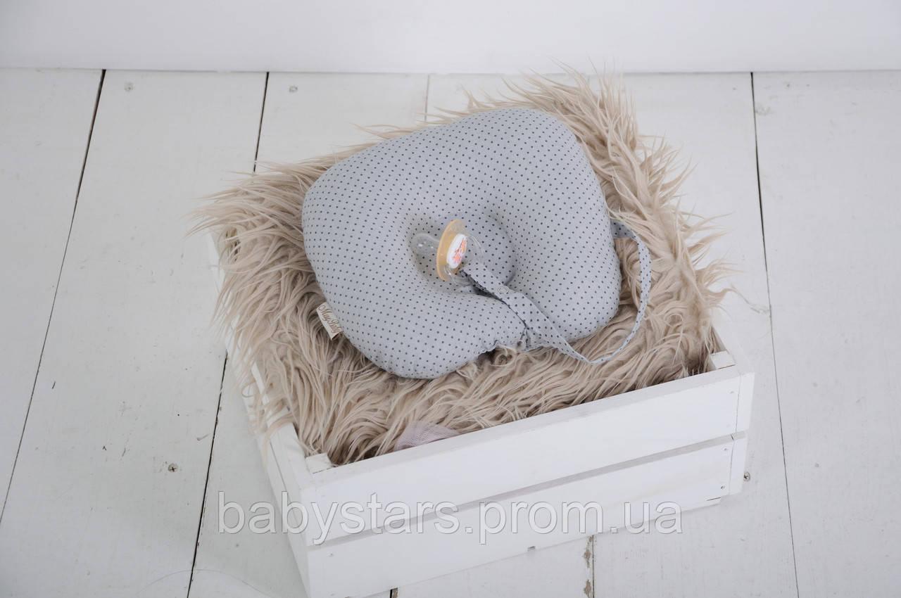 Детская подушка для новорожденных с держателем для пустышки, серая в графитовую точку