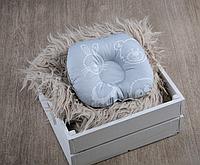 """Подушка для новорожденных """"Мишки и друзья, серые"""""""