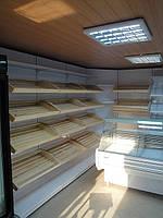 Хлебные стеллажи в торговом магазине