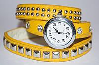 Женские наручные часы с длинным ремешком