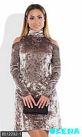 Стильное бархатное платье под горлышко с открытыми плечиками
