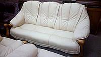 Комплект мягкой кожаной мебели, 3+1+1. Диван тройка и два кресла.