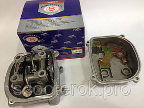 Головка  цилиндра в сборе с коромыслами и распределительным валом двигателя GY6- 125 куб.