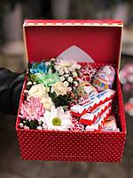 Коробка со сладостями и цветами, фото 1