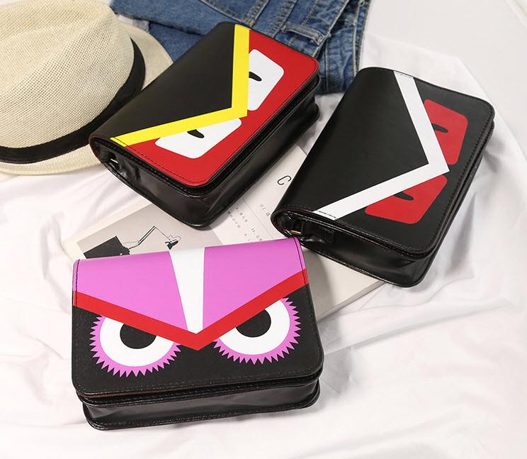 Стильная сумка почтальон со злыми глазками, птица
