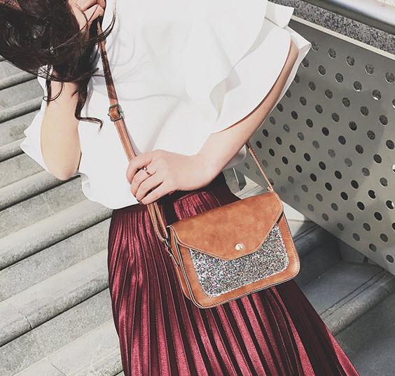 Женская сумка почтальон с блестками