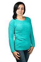 Женский вязанный свитер с бусинами и выбитыми цвета