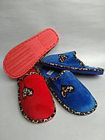 Женские плюшевые тапочки с вышивкой