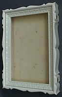 Киот белый фигурный для венчальных икон.