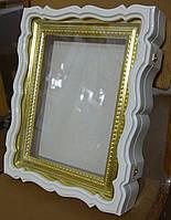 Киот белый для венчальных икон с золочёной рамой.