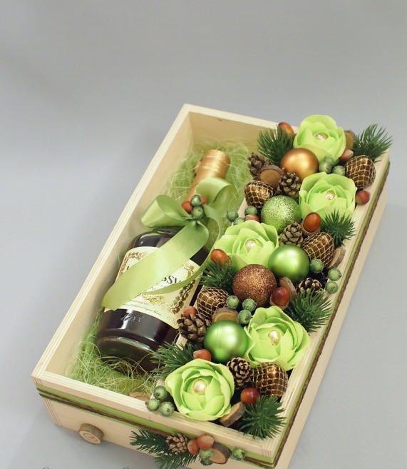 Оформление подарков на Новый год розами из конфет Ferrero