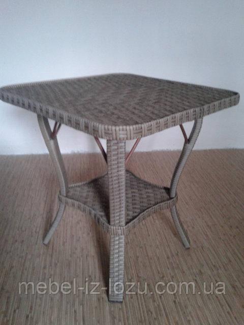 Столик из ротанга №2