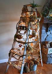 Хотите удивить всех своей елкой? Украсьте новогоднюю стремянку!