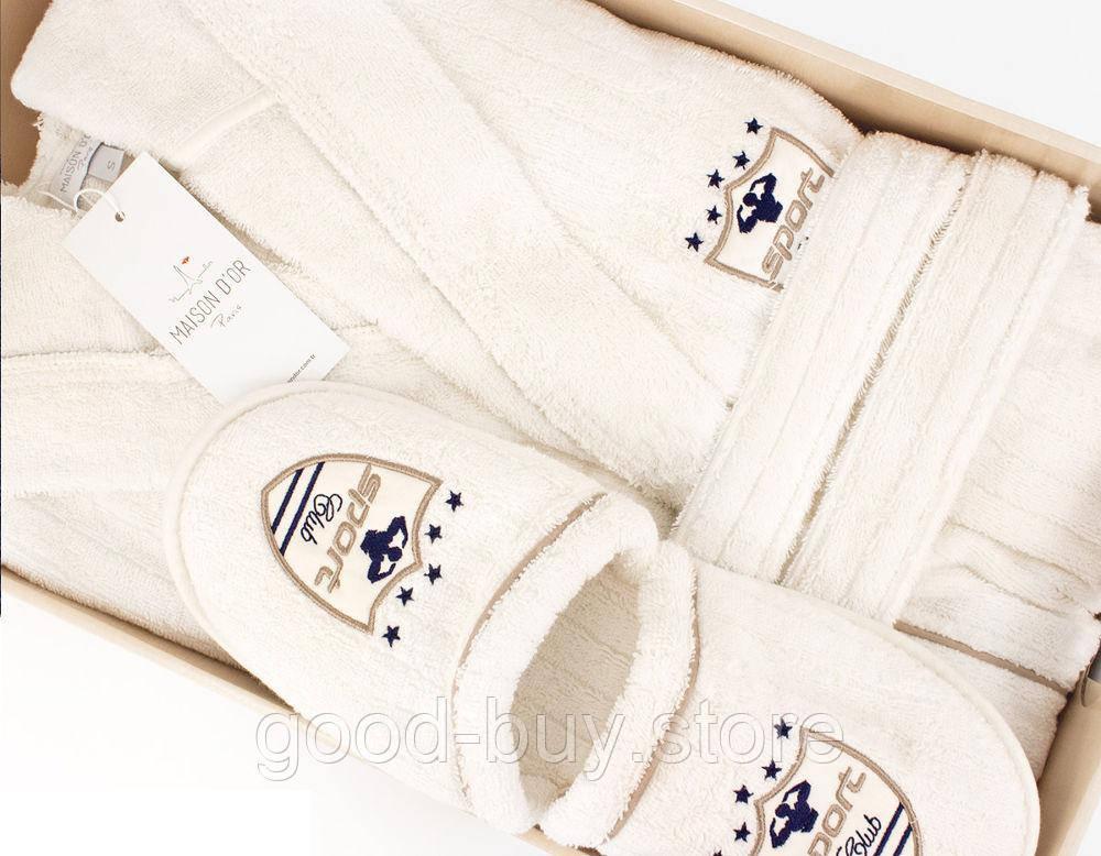 90c04d2b9028 Мужской халат премиум класса Maison D`or Paris коллекции Рудольф кремовой  расцветки украшеный вышивкой. Фирменная эмблема вышита по левой стороне  халата, ...