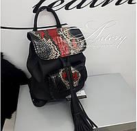Женский черный кожаный рюкзак с красным питоном
