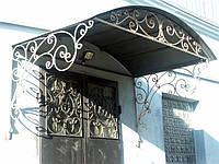 Кованый навес аркой с металлическим покрытием