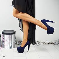 Синие нарядные туфли на высокой платформе