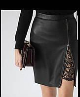 Женская юбка из эко кожи и кружевом