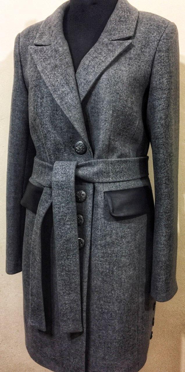 Серое утеплённое пальто