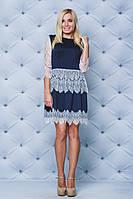 Короткое платье с кружевом т-синее