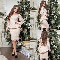 Женское нарядное платье с воланом бежевого цвета
