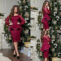 Женское облегающее платье бордового цвета