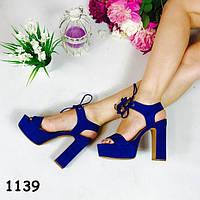 Босоножки на каблуке синие