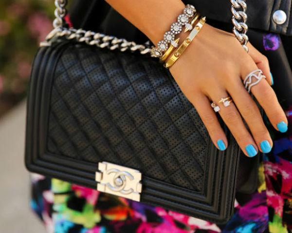 Клатчи Chanel и Moschino - главный тренд сезона