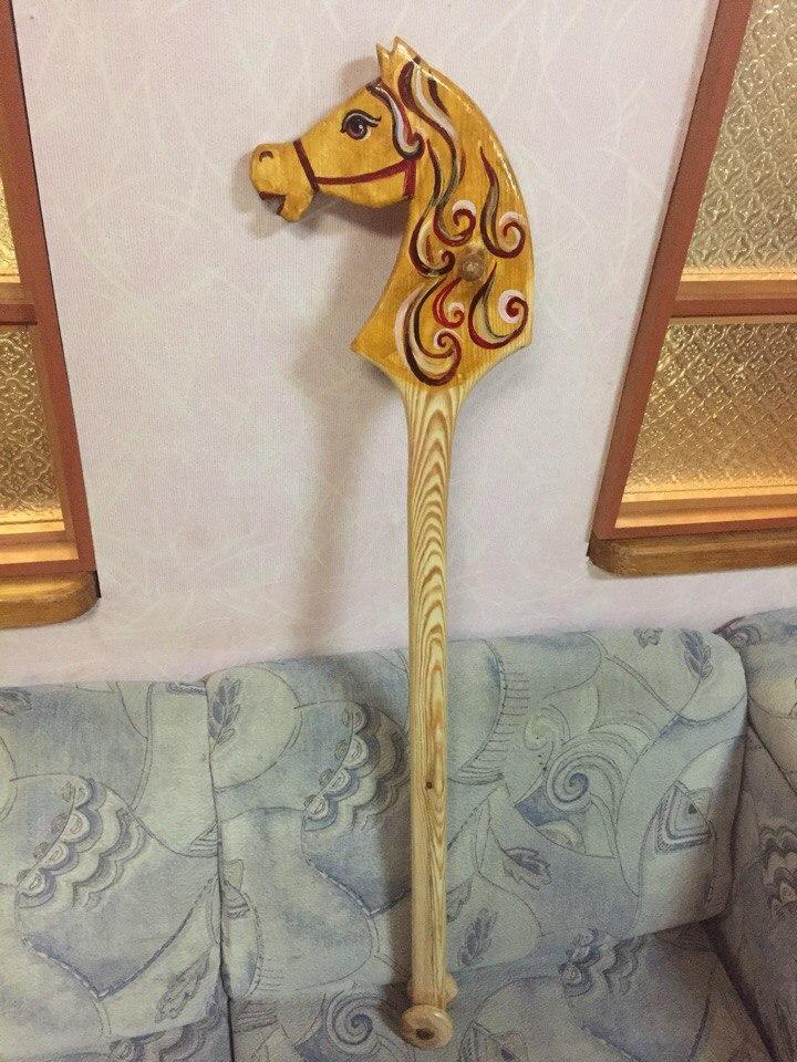 Деревянная игрушка лошадка на палке