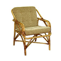 Кресло для отдыха из ротанга с подушкой.