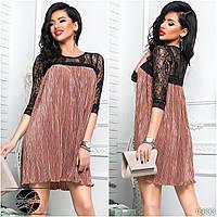 Коктейльное платье плиссе бежевого цвета с верхом из гипюра. Модель 16633