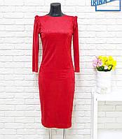 Платье футляр  с косичкой на плечах, красного цвета