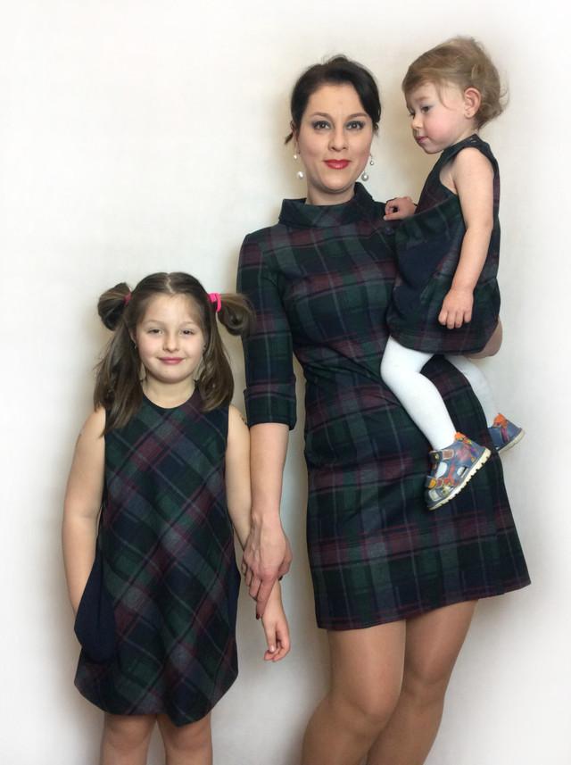Комплект платьев для мамы и двух дочек клетка