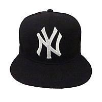 Черная кепка NY с белым логотипом